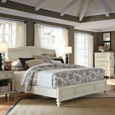 Cottonwood Sleigh Bed in Antique White by Aspenhome