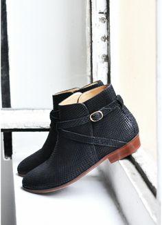 SÉZANE / Morgane Sézalory - Low Montana - www.sezane.com/fr/ #sezane #frenchbrand #boots