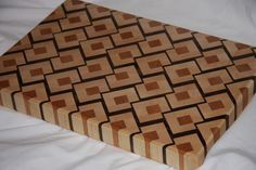 End Grain cutting board tutorial End Grain Cutting Board, Diy Cutting Board, Wood Cutting Boards, Butcher Block Cutting Board, Custom Woodworking, Woodworking Projects Plans, Woodworking Workbench, Diy Step By Step, Kitchen Board
