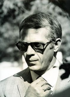 Steve McQueen check the Persols Steve Mcqueen Style, Thomas Crown Affair, Black And White Stars, Cinema, Western Movies, Hollywood Stars, Classic Hollywood, Movie Stars, Actors & Actresses