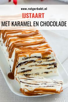 Christmas dessert: Ice cream cake with caramel and chocolate - Dessert Recipes Great Desserts, Best Dessert Recipes, Cookie Desserts, Sweet Recipes, Christmas Cooking, Christmas Desserts, Yummy Treats, Yummy Food, Tolle Desserts