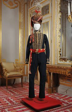 A very handsome uniform indeed. Hussar's military uniform, Worn by Private Robert Smith at the Battle of Waterloo. Courtesy of Colchester & Ipswich Museums. Historical Costume, Historical Clothing, Men's Clothing, Battle Of Waterloo, Waterloo 1815, Jane Austen, British Uniforms, Military Dresses, Army Uniform