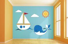 Boot en walvis houten muurdesign 269 x 183 cm (bxh). De zeilboot en schattige walvis brengen uw kinderkamer meteen in een vrolijke zomersfeer. De vormgeving is speciaal ontworpen voor zowel jongens- als meisjeskamers.