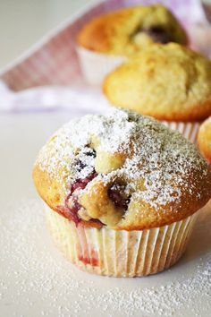 Yogurt and Cherry Muffins Candy Recipes, Baby Food Recipes, Sweet Recipes, Cooking Recipes, Cherry Muffins, Summer Cakes, Fruit Pie, Mini Cakes, Cup Cakes