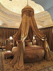Sleep like royalty (yes, I'd certainly have to be royalty---so's I could have plenty of servants with long-handled vacuum cleaners to do all the dusting that I wouldn't want to have to do---but this IS very lovely!)