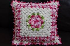 Resultado de imagem para almofadas croche com flores