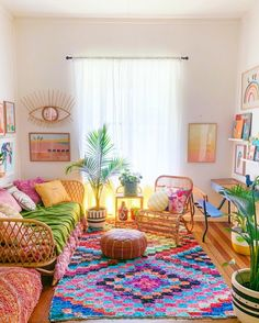 Bohemian Home Decor and Interior Design Ideas: Bohemian interior designs and home decor ideas are all interesting and a trending mode to change the simple beauty of the dreamland into the most exciting one. Colourful Living Room, Rugs In Living Room, Living Room Interior, Living Room Designs, Hippie Living Room, Colourful Bedroom, Colorful Rooms, Living Spaces, Bright Colored Bedrooms