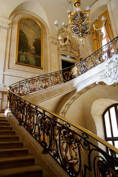 Details stunning staircase