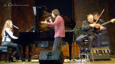 Antonio Carmona también participó en el espectáculo acompañando al cante a una Maria Toledo al piano y a David Moreira con el violín