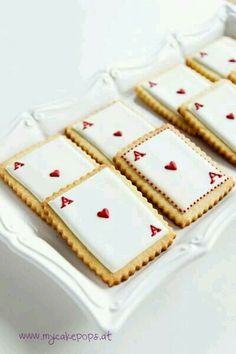 Queen of Hearts Cookies - would be cool for an Alice in Wonderland high tea portion . - Queen of Hearts Cookies – would be cool for an Alice in Wonderland High Tea portion … - Alice In Wonderland Cakes, Alice In Wonderland Birthday, Wonderland Party, Mad Hatter Party, Mad Hatter Tea, Alice Tea Party, Heart Party, Cakepops, Baby Shower Cakes