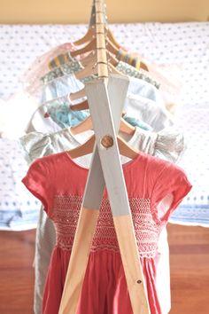 DIY perchero madera estilo nórdico Diy, Crafty, Furniture, Home Decor, Ideas, Wooden Coat Rack, Coat Hooks, Nordic Style, Manualidades