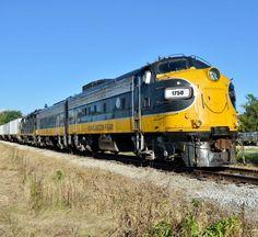 Keokuk Junction Railway, EMD FP9 freight- and passenger-hauling diesel-electric locomotive in Mapleton, Illinois, USA