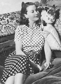 Vivien Leigh and one of her Siamese. She appreciated shoulder cats too! (A perfect cat for Viv, her gorgeous eyes... she was so beautiful)