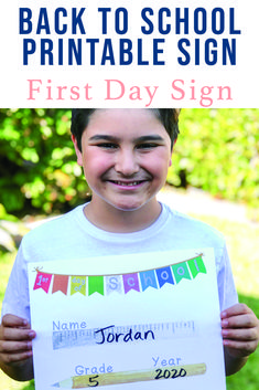 Print out this adorable fill in the blank first day of school sign from Everyday Party Magazine and have the cutest pics of your littles to commemorate their 1st Day of School. #BackToSchool #FirstDayOfSchool
