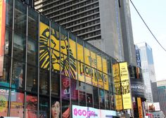 New York is de stad van de Broadway Musicals.  The Lion King, gebaseerd op de gelijknamige Disney-film uit 1994, is een favoriet bij jong en oud. De musical is een feest zowel voor het oog als het oor met kleurrijke kostuums en bekende muziek.
