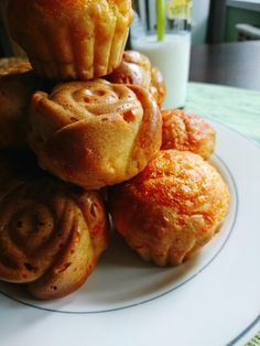 Savory muffins with cheddar Homemade Muffins, Savory Muffins, Yummy Food, Tasty, Cheddar, Breakfast, Recipes, Homemade Cakes, Morning Coffee