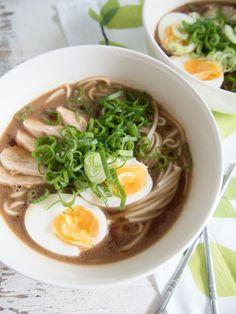 http://aitoaarkiruokaa.fi/ramenista-inspiroituneena-helppo-ja-nopea-ramen/