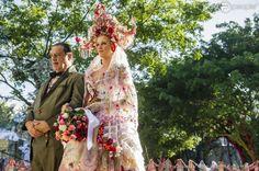 Giácomo (Antonio Fagundes) leva Milita (Cintia Dicker) até o altar para se casar com Viramundo (Gabriel Sater) em 'Meu Pedacinho de Chão'