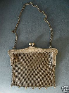 GENUINE ANTIQUE G.SILVER MESH RETICULATED FRAME PURSE - 1890's to early 1900's