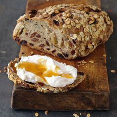 Pane al muesli Muesli Bread, German Bread, Southern Biscuits, Whole Grain Bread, Pastry Shop, Vegan Sweets, Breakfast Time, Bread Baking, Baked Goods