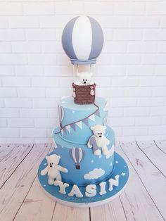 Hot air balloon and bears by TortenbySemra Baby Birthday Cakes, Baby Boy Cakes, 1st Boy Birthday, Boy Birthday Parties, Baby Shower Balloons, Baby Shower Cakes, Baby Boy Shower, Hot Air Balloon Cake, Christening Cake Boy