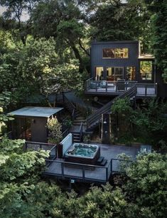Architecture - Modern and contemporary houses - Cabin and tiny houses Guerneville Kalifornien © ther Cabin Design, Tiny House Design, Minimalist Garden, Tree House Designs, Container House Design, Forest House, Cabins In The Woods, Exterior Design, Modern Architecture