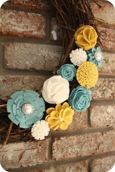 Spring wreath...love the colorway. [Note to self: make one w/ a store bought wreath & crochet your own flowers.]