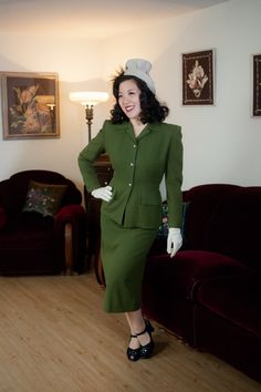 Vintage 1940s Suit - Beautiful Moss Green Tailored Wool Suit with Silver Leaf…