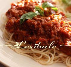 Sauce à spaghetti au four - Recettes Québecoises Sauce Spaghetti Au Four, Spaghetti Noodles, Marinade Sauce, Sauce Salsa, Dips, Bechamel, Mayonnaise, Almond Flour, Meatloaf