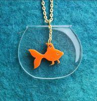ゴールド魚水泳で金魚鉢ファッション アクリル ペンダント ネックレス