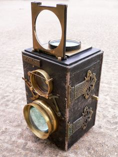 I wanna get a digital one and steampunk it. My steampunk ursula could be a photographer, capturing peoples souls. Antique Cameras, Old Cameras, Vintage Cameras, Steampunk Cosplay, Steampunk Diy, Steampunk Fashion, Steampunk Design, Victorian Steampunk, Photography Camera