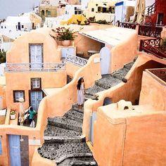 Beautiful capture of Oia village.. @rapunzille #santorini #greece