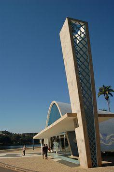 Oscar Niemeyer's Church of St Francis in Belo Horizonte (1). Pin adicionado por ConceptCasa.com.br