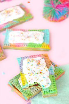 The 11 Best Homemade Pop Tarts Recipes - Rainbow pop tarts (toddler baking ideas) Rainbow Donut, Rainbow Unicorn Party, Rainbow Fruit, Rainbow Sprinkles, Rainbow Bread, Unicorn Club, Rainbow Theme, Unicorn Hair, Rainbow Baby