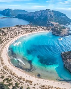 Wonderful shot from 🇬🇷. Mykonos, Santorini, The Beach, Parthenon, In Ancient Times, Greece Travel, Real Madrid, Athens, Places To Visit