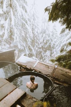 Pacific Northwest Hot Springs You Need To Visit This Year - The Mandagies Come to the PNW and discover a beautiful collection of natural springs everywhere! In this post, we're sharing 5 Pacific Northwest hot springs in Washington, Idaho and Oregon! Places To Travel, Places To See, Travel Destinations, Oregon Travel, Travel Usa, Oregon Hiking, Travel Tips, Travel Goals, Oregon Snow
