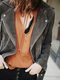 Sharing a few super cute casual Thanksgiving outfit ideas. Thanksgiving is just around the corner. Grey Suede Jacket, Grey Leather, Leather Jacket, Fall Outfits 2018, Casual Fall Outfits, Autumn Fashion Casual, Fall Fashion Trends, Fashion Blogger Style, Thanksgiving Outfit