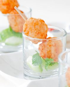 Prawn Balls 200 g shrimp 3 tbsp tapioca starch 1 tbsp salt tbsp sugar tsp white pepper Oil for deep-frying Prawn Recipes, Seafood Recipes, Appetizer Recipes, Cooking Recipes, Catering, Buffet, Party Finger Foods, Indonesian Food, Mini Foods