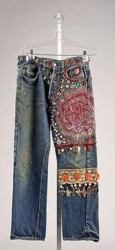 Embroidered Jeans- late - From The Metropolitan Museum of Art. These were typical jeans that women wore in the during the hippie movement. Young people protesting against the establishment adopted blue jeans fas a symbol of solidarity with working people. Hippie Chic, Hippie Style, Bohemian Style, Embellished Jeans, Embroidered Jeans, Boho Hose, Jeans Recycling, Diy Fashion, Vintage Fashion