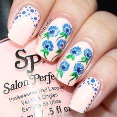Floral nails #salonperfect #dotted #nailart #nails - bellashoot.com