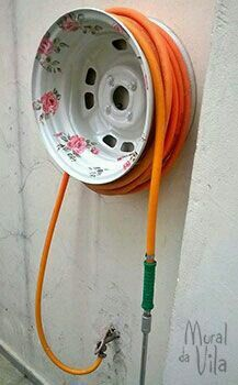 Paint an Old Tire Rim for a pretty Garden Hose Holder.these are the BEST Garden & DIY Yard Ideas! diy garden projects The BEST Garden Ideas and DIY Yard Projects! Diy Garden, Garden Crafts, Garden Projects, Garden Bed, Diy Projects, Garden Ideas Diy, Planter Garden, Upcycled Garden, Garden Water