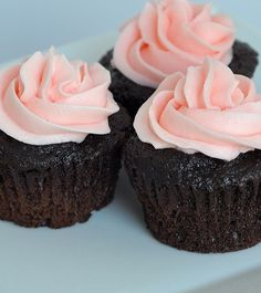 Raspberry Chocolate Cupcakes ~since I LOVE rasberries, I think I'll have to make these.......