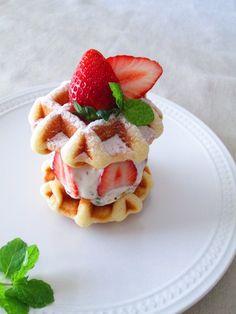 Fraisier-like waffle sandwich フレジエ風ワッフルサンドイッチ