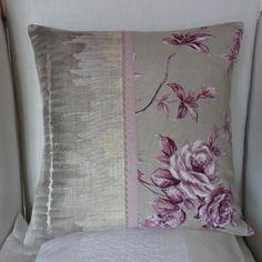 housse de coussin romantique prune et beige romantique shabby chic chez michka. Black Bedroom Furniture Sets. Home Design Ideas