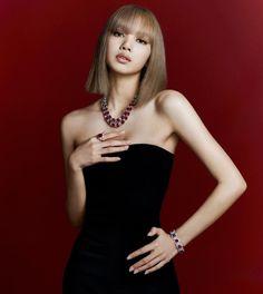 Accueil / Twitter Jennie Lisa, Blackpink Lisa, South Korean Girls, Korean Girl Groups, Christopher Evans, Strapless Dress, Bodycon Dress, Yg Entertainment, Bvlgari