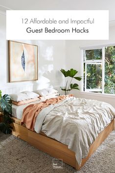 modern bohemian bedroom decor wall paneling houseplants Carefully curated and enviously organised, the founder of Natalie Marie Jewellery welcomes us into her Northern Beaches sanctuary—a pared-back beachside retreat designed with intention. Bedroom Hacks, Home Bedroom, Master Bedrooms, Bohemian Bedroom Decor, Modern Bohemian Bedrooms, Cute Bedroom Decor, Bohemian Homes, Bedding Decor, Boho Bedding