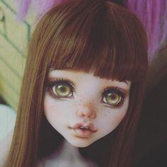 by monster high custom Custom Monster High Dolls, Monster High Repaint, Custom Dolls, Ooak Dolls, Blythe Dolls, Art Dolls, Doll Face Paint, Doll Painting, Pretty Dolls