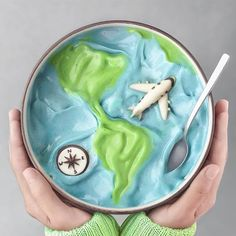 World Traveler Smoothie Bowl ✈️🌎✨ Smoothies For Kids, Healthy Smoothies, Smoothie Recipes, Smoothie Bowl, Bol Cake, Bolo Tumblr, Cute Food, Yummy Food, Cute Baking