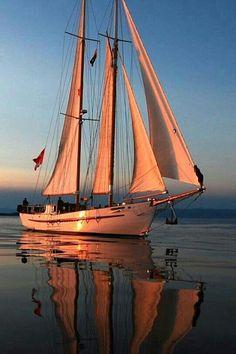Sailing onto the mooring