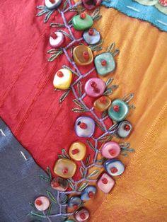Ramo con concha de perlas. Crazy Quilt. Detalle. Bordado a mano por Carolina Gana. Taller de Bordado Rococó. Santiago de Chile.